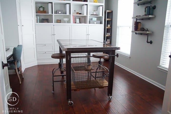 Amazing DIY Industrial Table
