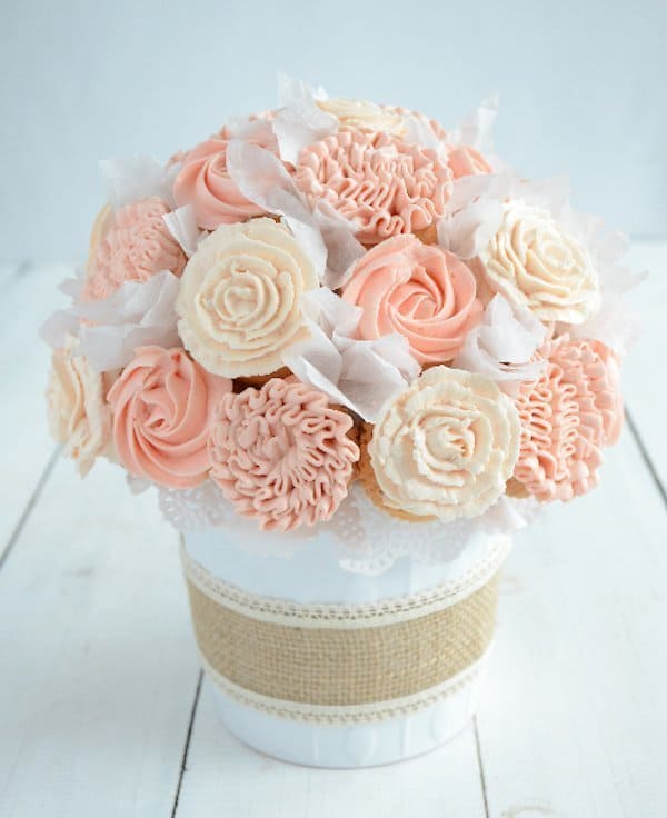 DIY Cupcake Bouquet - DIY Sunday Showcase 04.24