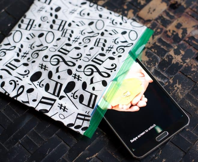 DIY Musical Note Pool Bag for Phone