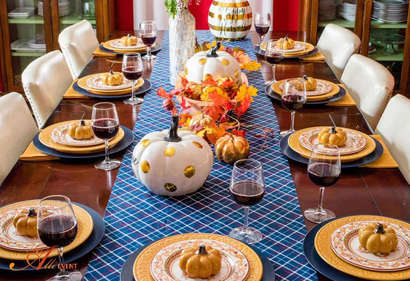 How to Set a Cozy Rustic Thanksgiving Table An Alli Event