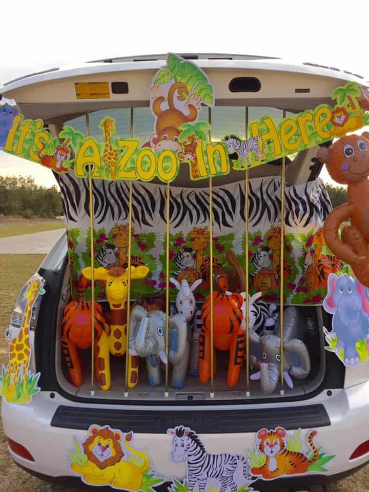 its a zoo in here trunk or treat ideas