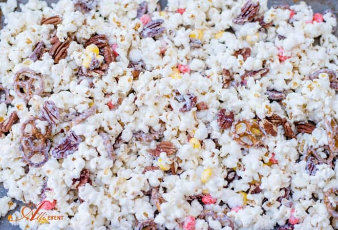 White Chocolate Popcorn - Crunchy, Sweet & Salty