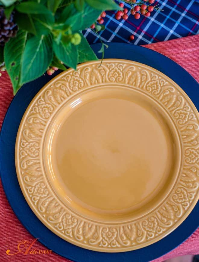 Cozy, Rustic Thanksgiving Table