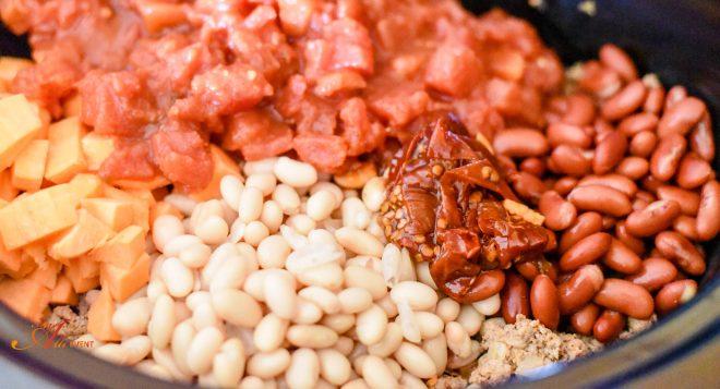 Ingredients to make chili