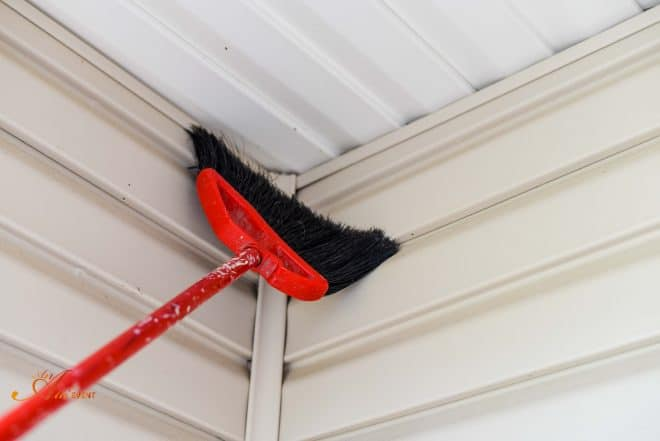 Spring Cleaning Tips - Get rid of cobwebs