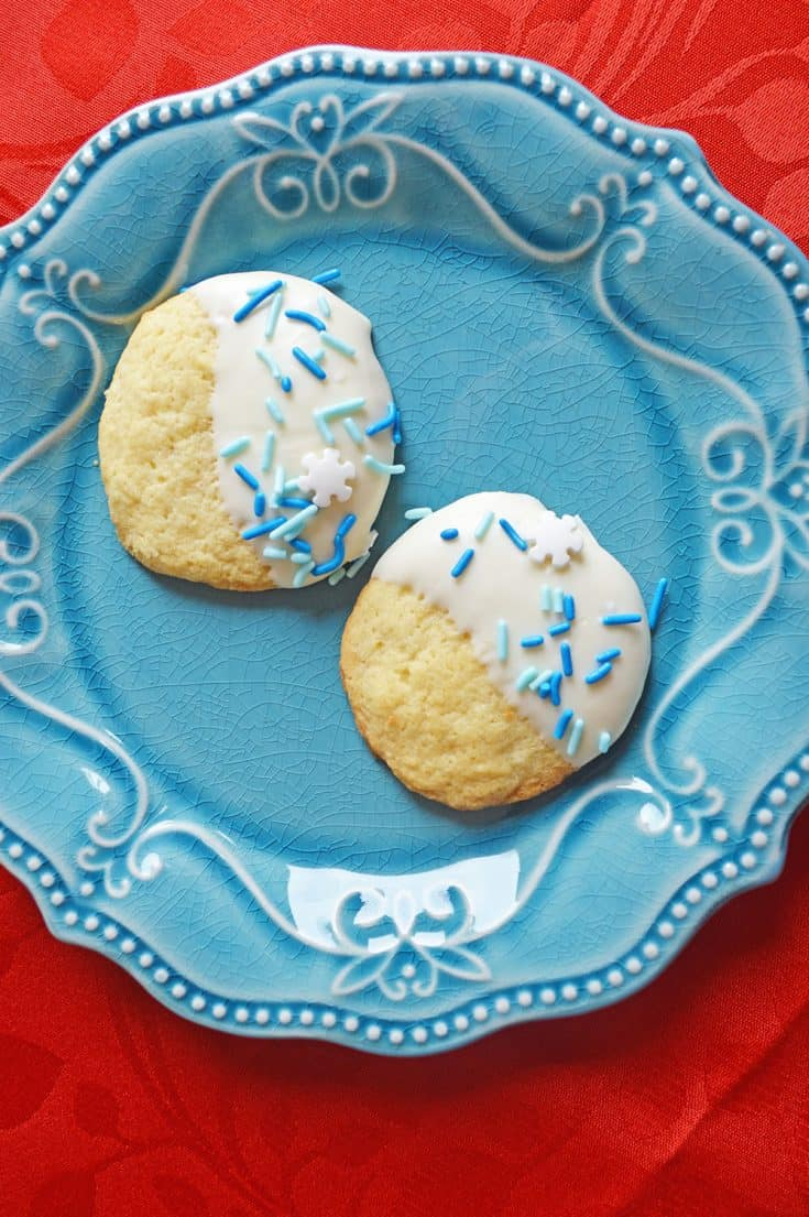 Snow Cookies are fun to make and to eat.