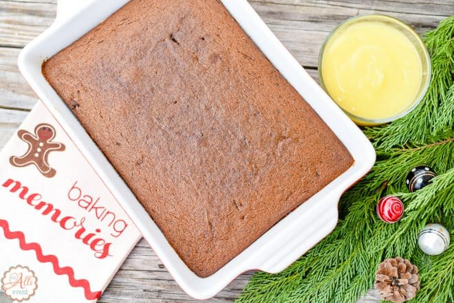 How to Make Gingerbread with Lemon Sauce