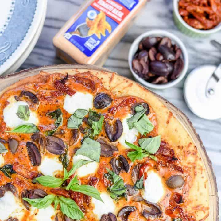 How to Make Easy Sundried Tomato and Mozzarella Pizza