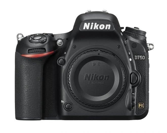 camera I use to take newborn baby photos