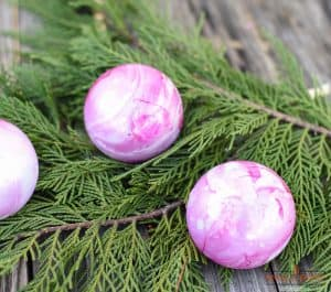 Pretty DIY Marbled Ornaments