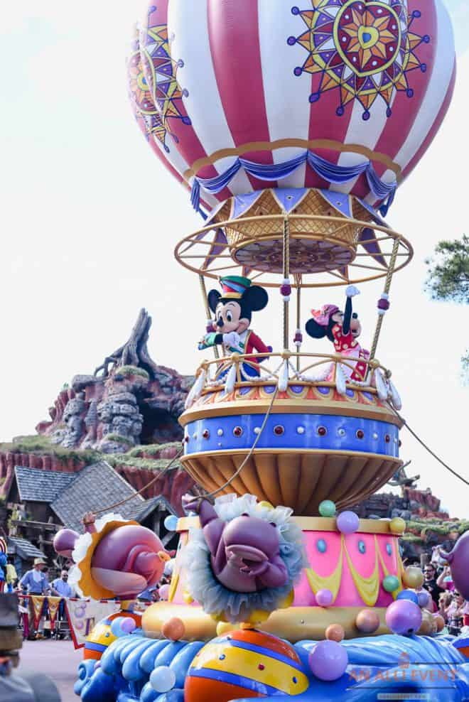 Mickey and Minnie Mouse - Walt Disney's Magic Kingdom