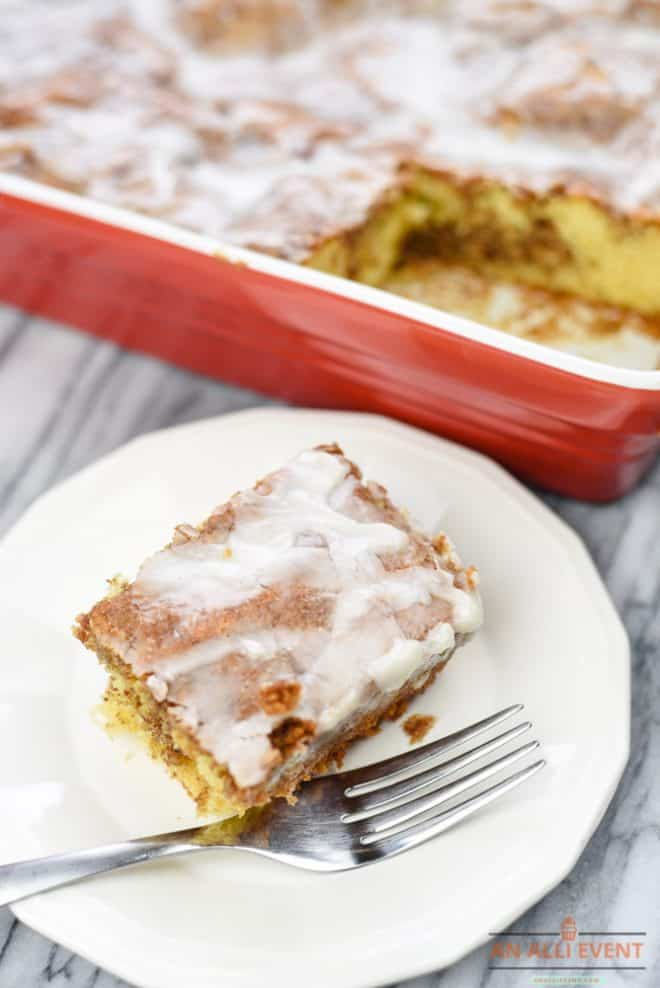 How to Make a Honey Bun Cake