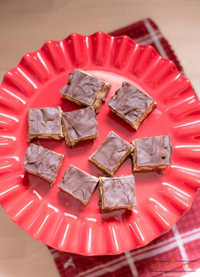 Candy-Bar-Fudge-On-Platter